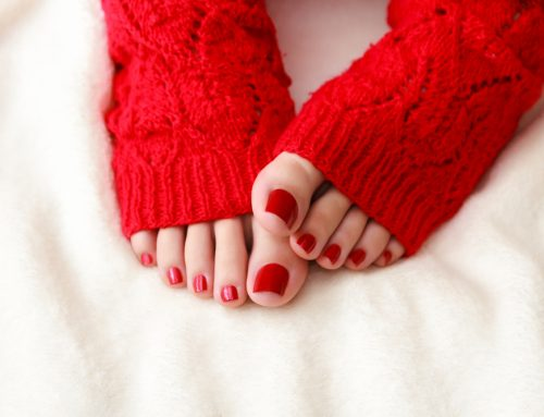 Your Feet Smell Bad in Winter? Causes & Remedies